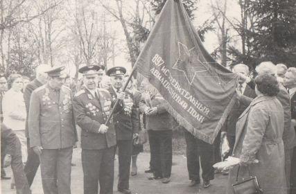 П. Каравой с полковым знаменем