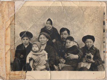 Мякишев  А. С. с семьей и детьми