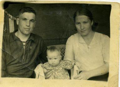 Виктор, Галя, Мария