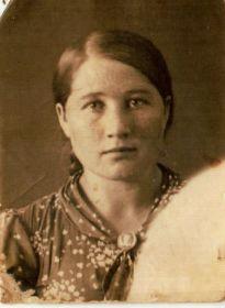"""Жена Мария (награждена медалью """"За трудовую доблесть в годы Великой Отечественной войны"""")."""