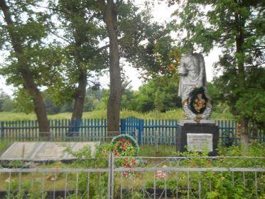 Братская могила советских воинов, павших при освобождении села Став-Слобода.