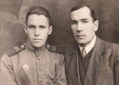 С отцом (Свинцов Петр Павлович)