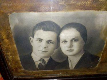 Башмаковы Иван и Надежда в возрасте 28 лет.