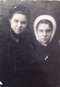 Катерина Бурова и Римма Сабунина (справа).