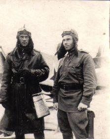 Перед боевым вылетом - Мыльников Л.А. (справа), Поляков А.Г. (слева)