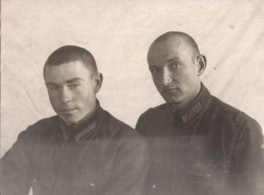 Мыльников Л.А. - лётная школа (слева)