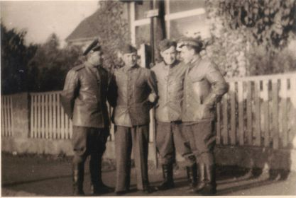 Германия-1945- Однополчане (08) (Мыльников Л.А. справа)