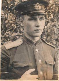 Таким молодым лейтенантом, Меняйлов Фёдор Никитич, в октябре 1943 года прибыл в пикировочно - бомбардировочный полк, на Ленинградский фронт. Аэродром  располага...