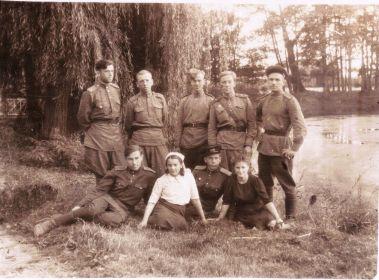 Германия-1945- Однополчане (05) (Мыльников Л.А. низ, слева)