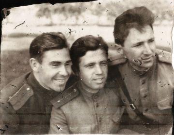 Германия-1945- Однополчане (14) (Мыльников Л.А. слева), (Поляков А.Г.справа)