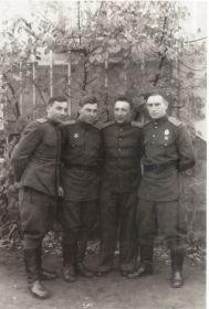 Германия-1945- Однополчане (06) (Мыльников Л.А. второй слева)