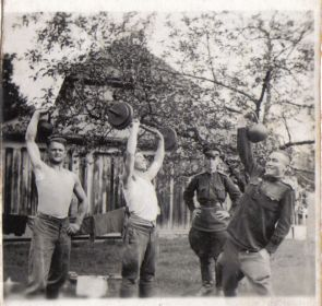 Германия-1945- Однополчане (12) (Мыльников Л.А. второй слева)