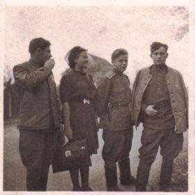Германия-1945- Однополчане (07) (Мыльников Л.А. слева)