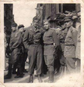 Мыльников Л.А. - Германия-Берлин. С американцами-17.09.1945(01)