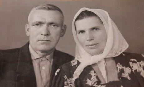 Супруги Куцулым Прокофий Александрович и Кривовяз София Михайловна. Город Тульчин, Винницкая область, Украинская ССР, примерно 1960 год.