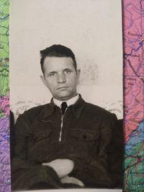 После войны всю жинь проработал сващиком на Ярославском шинном заводе.