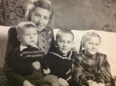 С тремя старшими детьми