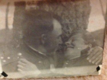 Фото на память друг другу на время разлуки на фронте