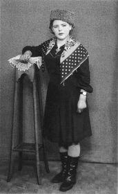Мама - Щукина Ангелина в Румынии в 10 марта 1945 года