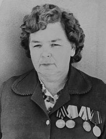 Мама - Цаплина (Щукина) А.Д.  в День Победы в 1980 году