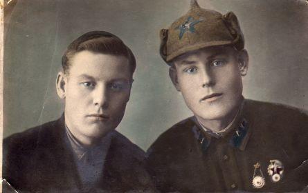 Хозяинов Я.В. (слева) с братом