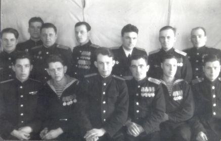 Горнаков К.И. (внизу, крайний слева) 1943