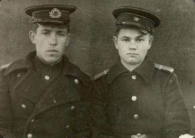 Горнаков К.И. 1942 (слева)