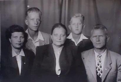 Жена (Степанова Анастасия Ивановна), тёща (Яковлева Татьяна Лаврентьевна), Сыновья (Александр и Евгений)