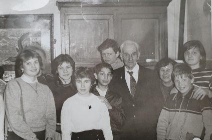 80-летие Антона Александровича Эрлангера, 1987 год. Вместе с учениками палеонтологического кружка