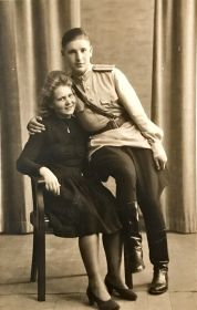 Прадедушка встретил прабабушку в Германии.
