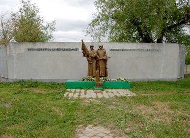 Памятник погибшим солдатам. Село Петрешты, Молдова. 9 мая 2017г.