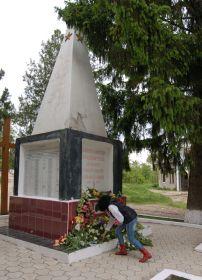 Братская могила, где похоронен дед. Село Петрешты, Молдова. 9 мая 1917 года