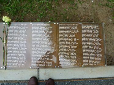 Фотография братской могилы  г.Нойбранденбург, Германия
