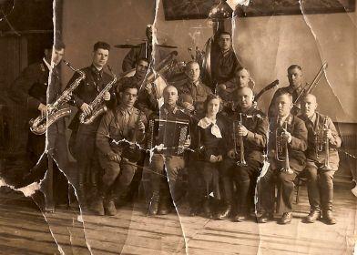Участие в джазовом оркестре во время учебы