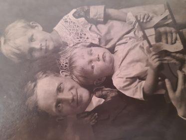 С детьми Галиной и Анатолием