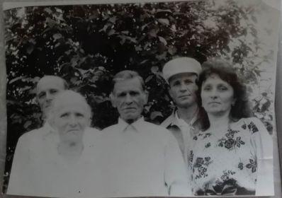С женой Татьяной и детьми Виктор,Николай и Нина