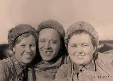 С однополчанами 1942 год