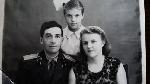 Фото с женой и дочерью, 1959 год