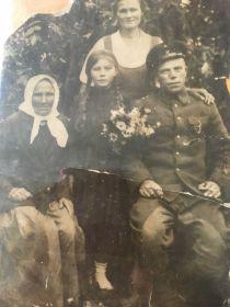 Мой дедушка, бабушка и мама- пережившие немецкую окупацию