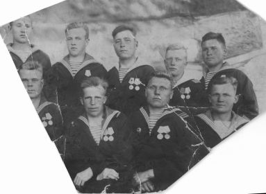 1946, Мамыкин А.А. с однополчанами