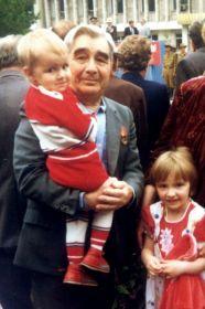 Парад Победы с внучками (1995 или 1996 год - точно не знаю)