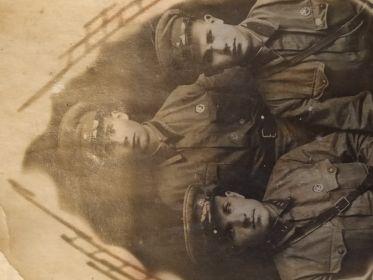 С фронтовыми друзьями, 1942