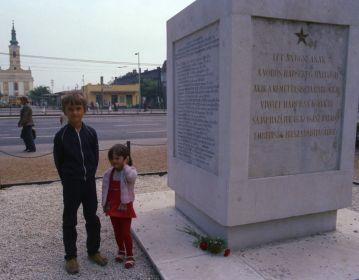 Первичное место захоронения Уткина В.Г. с правнуками