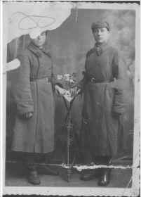 Фото 1941 г., Самуненков Иван с однополчанином, крайний слева