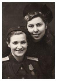 с подругой Жигалиной (Булочниковой в девичестве)Валентиной