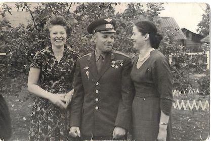 С двоюродным братом, Юрием. После полёта. Лето 1961 года . На Родине-в Клушино.