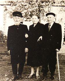 Михаил Иванович с отцом и сестрой