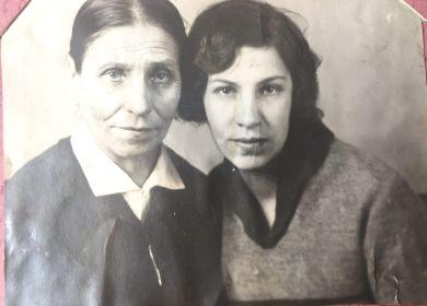 Со своей мамой