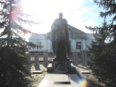 Братская могила  в станице Распопинской Клетского района Волгоградской области. Здесь похоронен Чижевский Иллиодор Иллиодорович