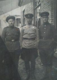 В центре мой дедушка  Бодня Пётр Васильевич